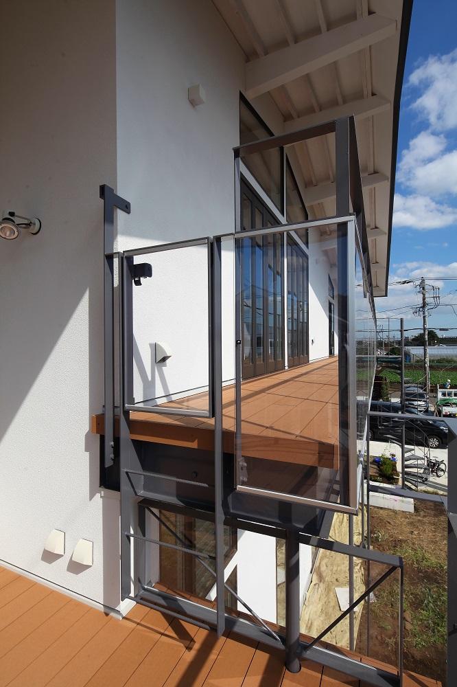 2階テラスとバルコニ